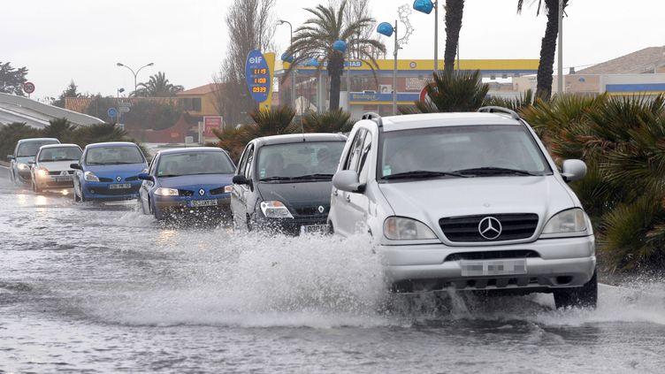"""Météo France prévoitdes """"cumuls de pluie"""" pouvant """"atteindre entre 40 et 60 mm"""" et """"un peu de grêle"""" par endroits dans ces sept départements. (PASCAL GUYOT / AFP)"""
