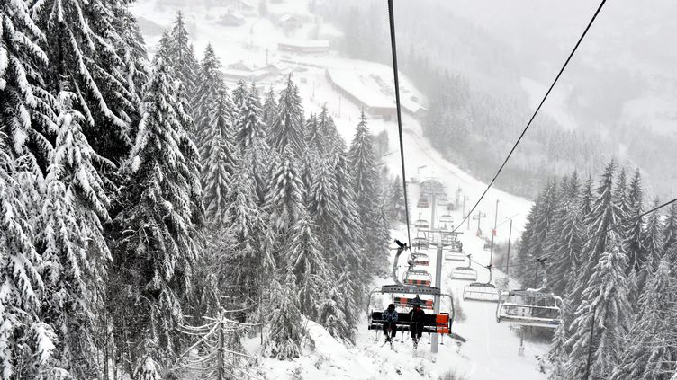 La station de ski de la Mauselaine ouvre, le 13 janvier 2016, après de fortes chutes de neige, à Gérardmer (Vosges). (/ MAXPPP)