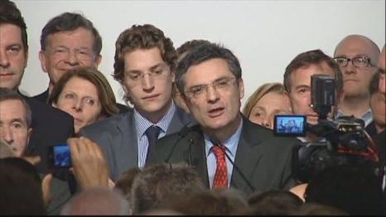Jean Sarkozy au coté de Patrick Devedjian lors des résultats du second tour des cantonales à Bourg-la-Reine le 27-03-11 (France 2)