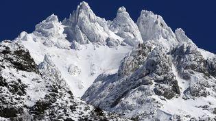 Le sommetPunta dell'Oriente sous la neige, en Corse, le 22 mars 2018. (PASCAL POCHARD-CASABIANCA / AFP)