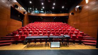 La sallede spectacled'un centre culturel de Toulouse (Haute-Garonne) s'était préparée à une réouverture, le 9 décembre 2020. (ADRIEN NOWAK / HANS LUCAS / AFP)