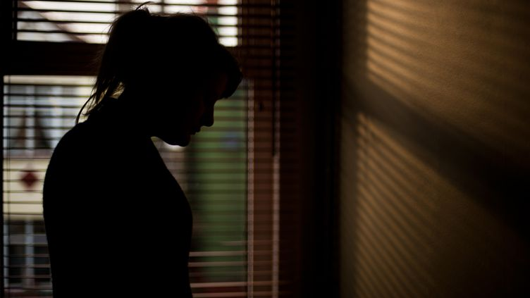 Environ 6,5% des femmes interrogées ont répondu ne pas avoir été consentantes lors de leur premier rapport sexuel. (ELIZABETH LIVERMORE / MOMENT RF / GETTY IMAGES)
