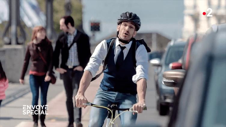 """""""La mort, c'est de rouler comme un con à vélo"""", ose un spot suisse de prévention routière (ENVOYE SPECIAL / FRANCE 2)"""