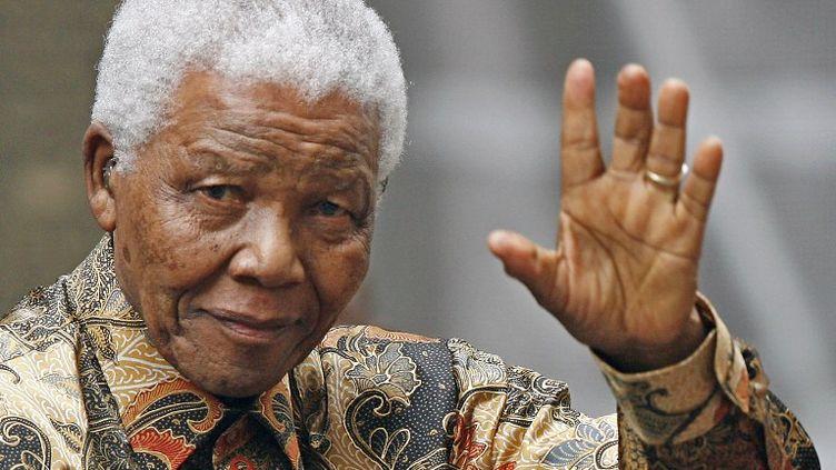 L'ancien président sud-africain Nelson Mandela le 28 août 2007 à Londres. (LEON NEAL / AFP )