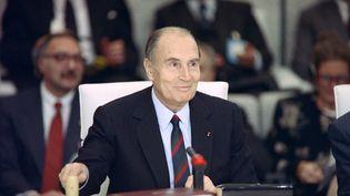 Le président François Mitterrand, le 21 novembre 1990 à Paris. (DANIEL JANIN / AFP)