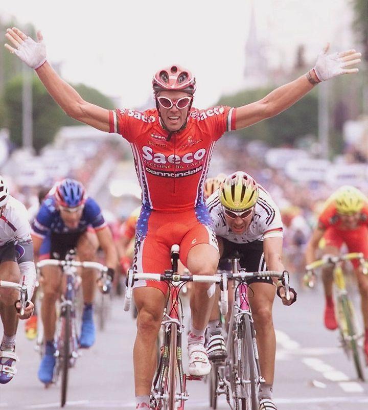 Le sprinter italien Mario Cipollini lors de la 5e étape du Tour de France 1998, à Châteauroux. (PASCAL PAVANI / AFP)