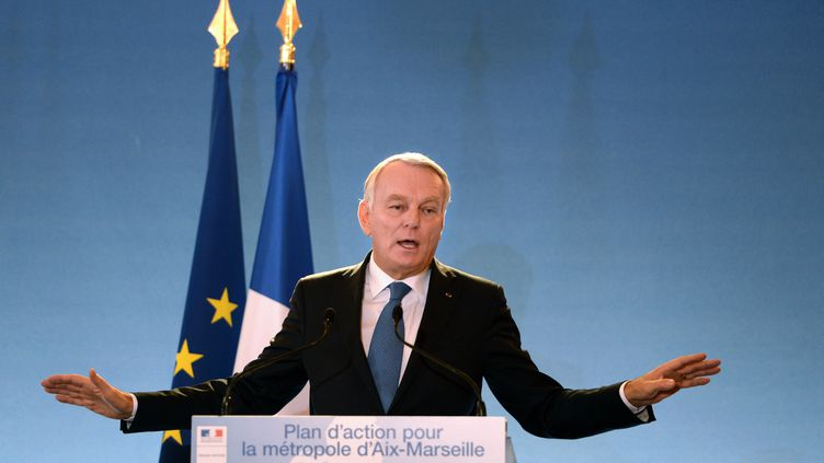 """Le Premier ministre Jean-Marc Ayrault annonce le plan """"exceptionnel"""" du gouvernement pour Marseille, dans la cité phocéenne, le 8 novembre 2013. (ANNE-CHRISTINE POUJOULAT / AFP)"""