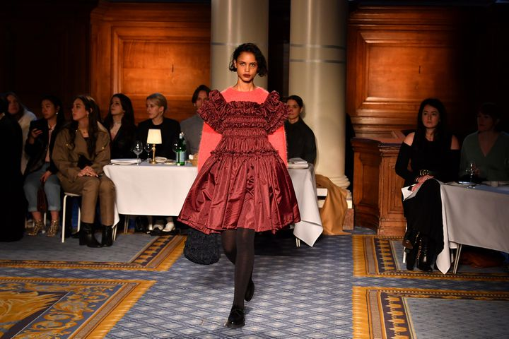 Molly Goddard pap féminin automne-hiver 2020-21 à la London Fashion Week, le 14 février 2020 (BEN STANSALL / AFP)