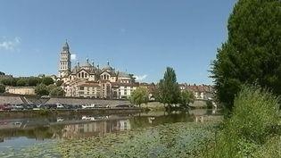 Le feuilleton du 13 heures nous emmène cette semaine sur les routes du Tour de France. Mi-juillet, les cyclistes seront en Dordogne, l'occasion de découvrir la vallée de la Dordogne et ses très nombreux châteaux. (FRANCE 2)