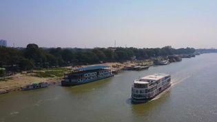 France 2 s'est rendue à bord d'un hôtel flottant pour descendre le fleuve Irrawaddy en Birmanie.  (CAPTURE ECRAN FRANCE 2)