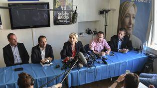 La présidente du FN, Marine Le Pen, donne une conférence de presse après les législatives, entourée des nouveaux députés frontistes, Sébastien Chenu, Bruno Bilde, Ludovic Pajot et du maire d'Hénin-Beaumont, Steeve Briois, le 19 juin 2017. (DENIS CHARLET / AFP)