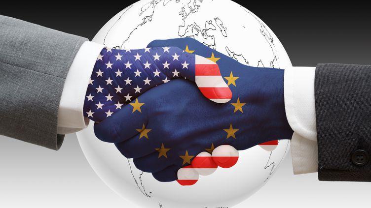 En préparation depuis 2007, les discussions autour d'unaccord de libre-échange Europe-Etats-Unis ont débuté en janvier 2013. (CRISTIAN BAITG / PHOTOGRAPHER'S CHOICE / GETTY IMAGES)