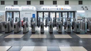 La station de métro reste fermée à la gare de l'Est, le 9 décembre 2019 à Paris. (SAMUEL BOIVIN / NURPHOTO / AFP)