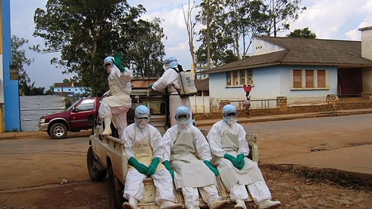 Avril 2005, déjà à300 km au nord de Luanda en Angola, el virus Ebola sévissait sur la population (FLORENCE PANOUSSIAN / AFP)