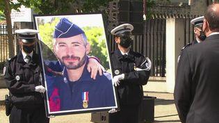 Un hommage national a été rendu au policier Éric Masson, tué mercredi 5 mai, à Avignon. (CAPTURE ECRAN FRANCE 2)