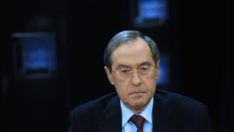 Claude Guéant, le ministre de l'Intérieur, lors d'une interview au siège de Radio France le 20 novembre 2011. (FRED DUFOUR / AFP)