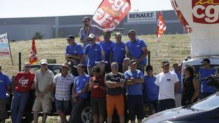 Des employés de GM&S bloquent le site Renault de Villeroy (Yonne), le 18 juillet 2017. (PASCAL LACHENAUD / AFP)