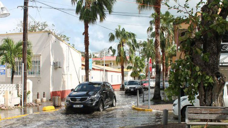 Rues inondées après l'ouragan Gonzola à Marigot sur l'île des Antilles françaises de Saint Martin le 14 octobre 2014.