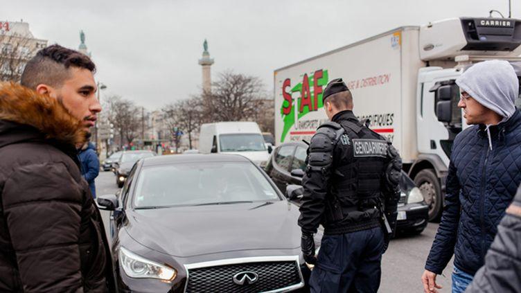 (Les VTC convergent vers la place de la Nation à Paris © MaxPPP)