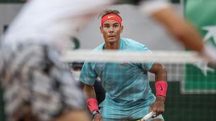 Le tennisman espagnol Rafael Nadal lors du 1er tour de Roland-Garros face au Biélorusse Egor Gerasimov, le 28 septembre 2020. (TIM CLAYTON - CORBIS / CORBIS SPORT)