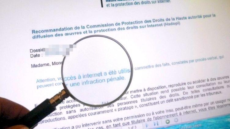 """""""Attention, votre acces a internet a été utilisé pour commettre des faits,[...] qui peuvent constituer une infraction penale"""", prévient le courrier d'avertissement de l'Hadopi, le 20 décembre 2010. (DURAND FLORENCE / SIPA)"""
