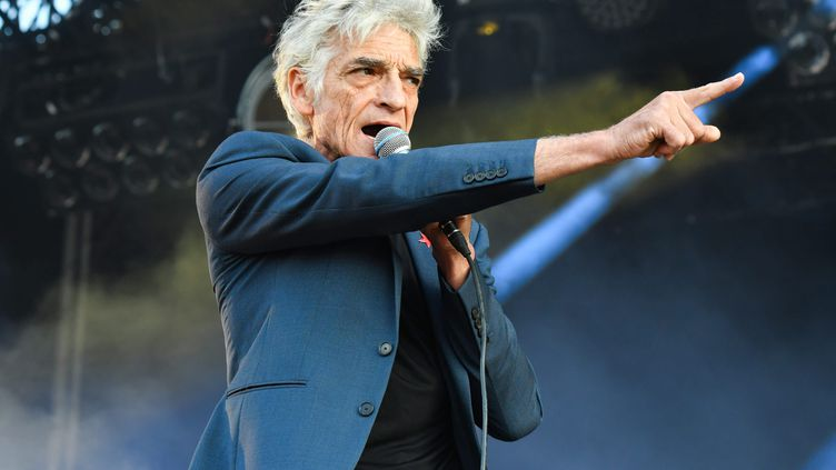 Philippe Pascal, le chanteur de Marquis de Sade, le 20 juillet 2018 au festival des Vieilles Charrues (Carhaix). (JONATHAN KONITZ / MAXPPP)