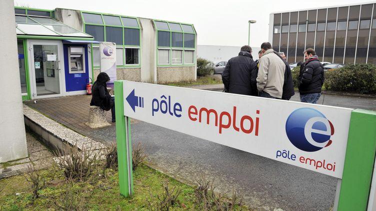 Une agence Pôle emploi à Nantes (Loire-Atlantique), le 13 février 2013. (ALAIN LEMASSON / AFP)