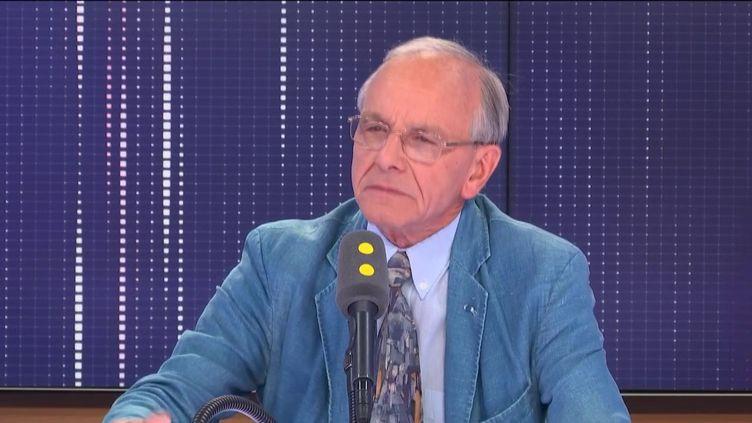 Axel Kahn, généticien, président de la Ligue contre le cancer. (FRANCEINFO / RADIOFRANCE)