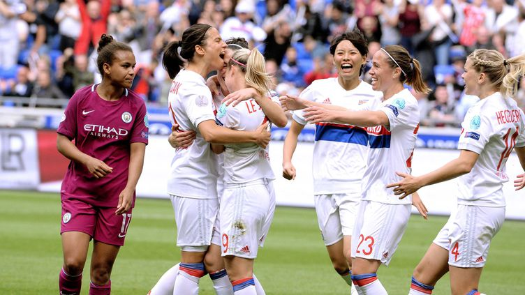 La joie des Lyonnaises après le but de Lucie Bronze (PHOTO RICHARD MOUILLAUD / MAXPPP)
