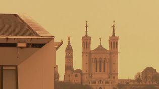 Météo : une tempête de sable colore une partie du ciel français en orange. (FRANCE 2)