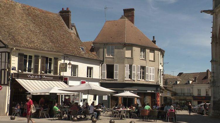 Yvelines : des solutions contre la désertification des centres-villes. (FRANCE 3)