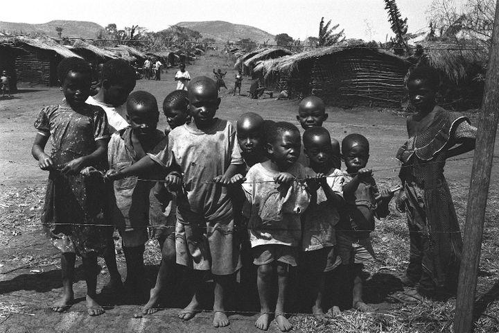 Enfants burundais, rwandais et congolais dans un camp de réfugiés implanté dans le nord-ouest de la Tanzanie. Photo prise en 1999. (DORIGNY/SIPA / SIPA)