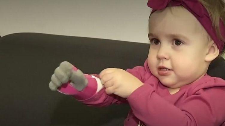 Une entreprise polonaise développe un nouveau type de prothèse de bras à partir de l'impression 3D. (FRANCEINFO)