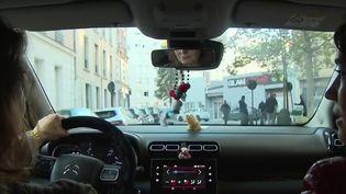 Pour réduire la facture face à la flambée des prix du carburant, les Français utilisent de plus en plus le covoiturage. Les plateformes en ligne enregistrent un fort regain d'intérêt surtout pour les trajets amenant les automobilistes du domicile au travail. Avantageux pour les passagers transportés mais aussi pour les producteurs. (CAPTURE ECRAN FRANCE 3)
