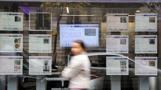 Illustration d'une devanture d'agence immobilièreà Paris, octobre 2008 (LIONEL BONAVENTURE / AFP)