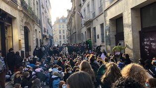 Le lycée Sophie Germain, 4ème arrondissement de Paris, bloqué par des élèves contre le nouveau protocole sanitaire, jugé trop léger, mardi 3 novembre 2020; (ALEXIS MOREL / FRANCE-INFO)