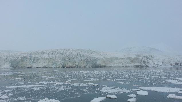 (Le glacier Esmark recule en ce moment. Les scientifiques tentent de savoir si ce recul est irréversible © RF/ Anne-Laure Barral)