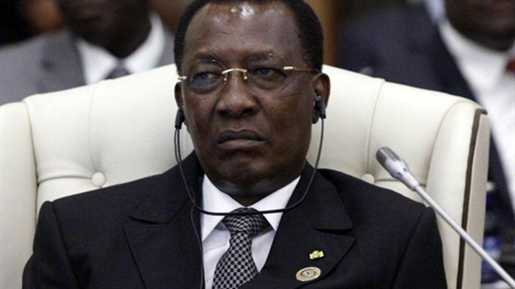 Le président tchadien Idriss Deby attend l'ouverture du 3e sommet africain en Libye, le 29 novembre 2010. (AFP - Mahmud Turkia)