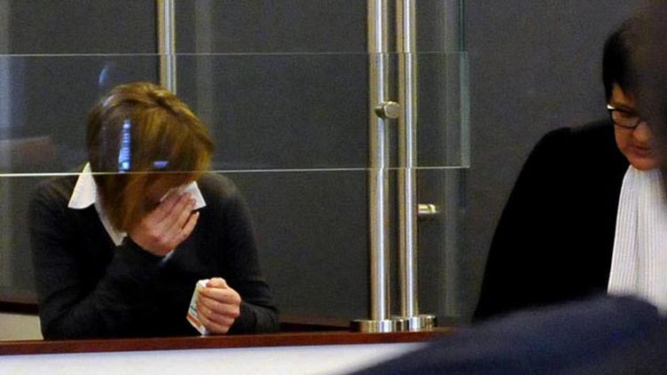 (Audrey Chabot dans le box des accusés de la Cour d'assises de l'Ain © Maxppp)