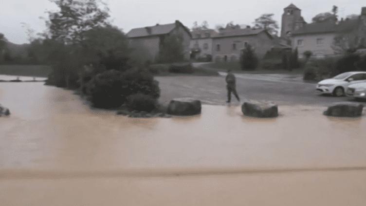 Aveyron : le village de Saint-Rémy frappé par un violent orage (France 2)