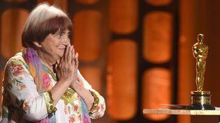 Agnès Varda reçoit un Oscar d'honneur le 11 novembre 2017  (KEVIN WINTER / GETTY IMAGES NORTH AMERICA / AFP)