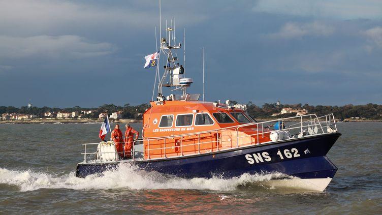 Une vedette de la SNSM, le 27 novembre 2012, à Royan (Charente-Maritime). (RONAN CHÉREL / MAXPPP)