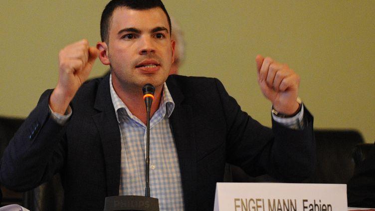 Fabien Engelmann, maire FN de Hayange (Moselle), lors d'un conseil municipal, le 3 septembre 2014. (JEAN-CHRISTOPHE VERHAEGEN / AFP)