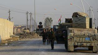 Une patrouille peshmerga (les combattants kurdes) à Bahzan, près de Mossoul, en Irak, le 7 novembre 2016. (HAMIT HUSEYIN / ANADOLU AGENCY/AFP)