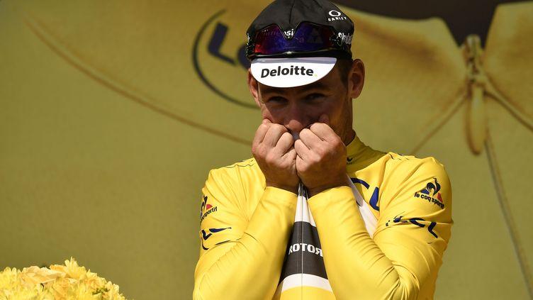 La joie de Mark Cavendish embrassant son maillot jaune