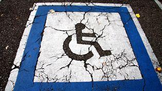 Place de parkin réservée aux personnes en situation de handicap, àThionville. (MAXPPP)