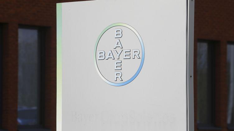 Le logo du géant pharmaceutique Bayer, en mars 2018. (NICOLAS MAETERLINCK / BELGA MAG)