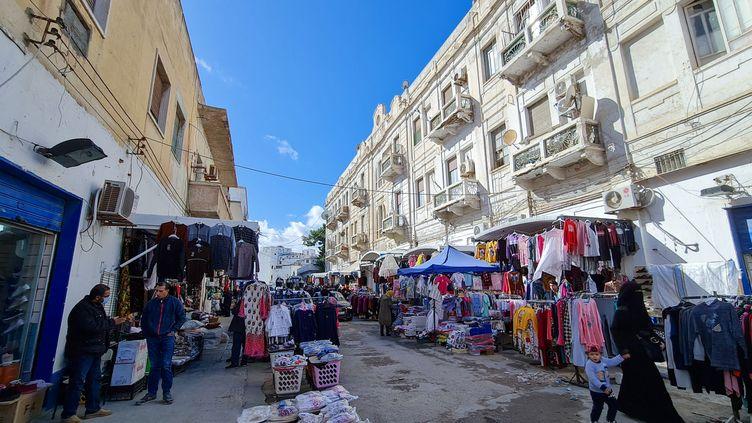 Un marché de la capitale libyenne Tripoli (MAHMUD TURKIA / AFP)