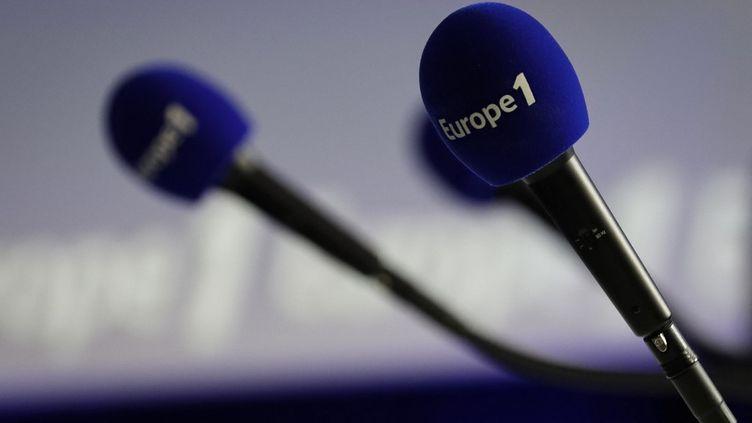 """La rédaction d'Europe 1 continue de protester contre """"l'emprise"""" de Bolloré sur la station. (THOMAS SAMSON / AFP)"""