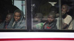 Des enfants kidnappés par Boko Haram reviennent après avoir été libérés,à Kankara, au Nigéria, le 18 décembre 2020. (KOLA SULAIMON / AFP)